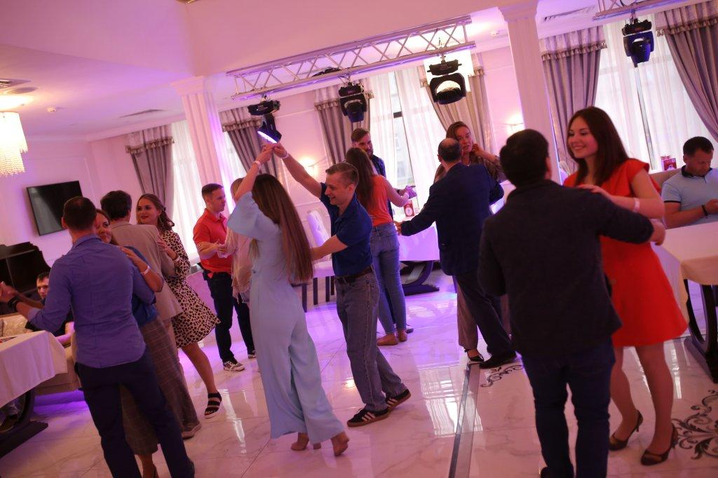 Клубы знакомств в москве для молодежи яхт клуб москва ресторан